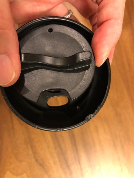 回転トップとキャップの飲み口のカット部分を合わせた状態