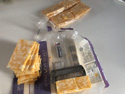 カークランドのチーズをスライスして保存