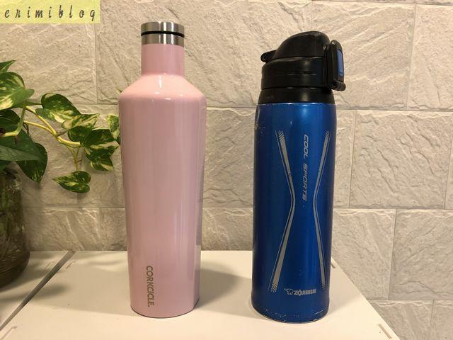 コークシクルの水筒と横に置いた象印の水筒