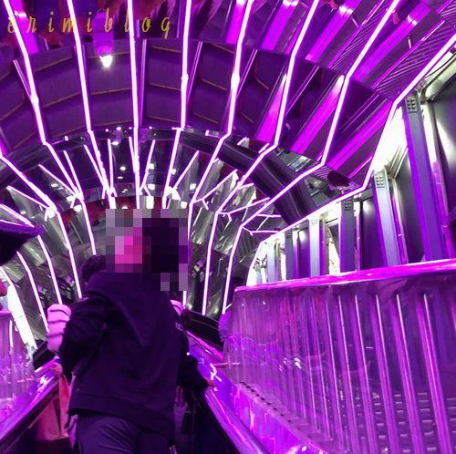 釜山タワーへ向かうエスカレーターのイルミネーション