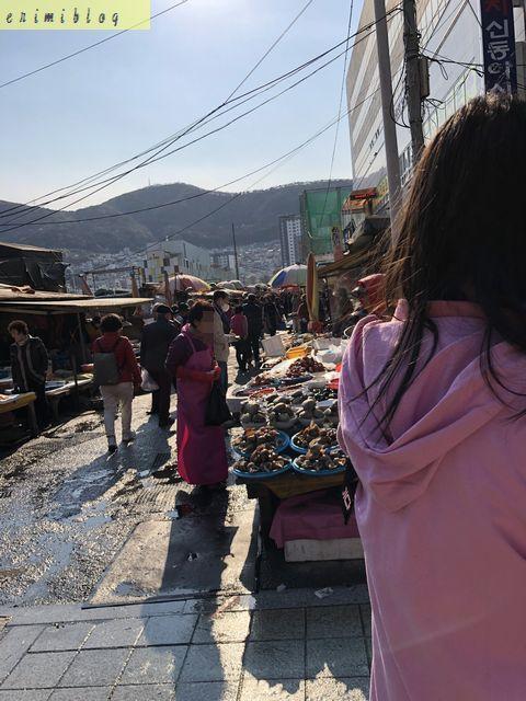 チャガルチ市場の場外で売られている海産物