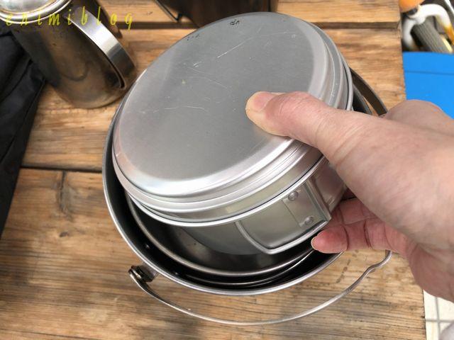 鍋の中に食器を収納