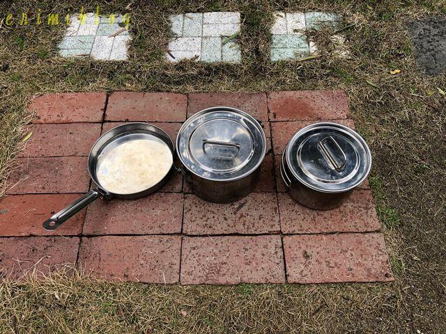 キャンプ用のフライパンと鍋2つ